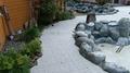 露天風呂の通路の人工芝の張替工事